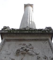 monumentunder.jpg
